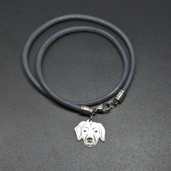 personalisierte-armbänder-mit-anhänger-glattes-leder